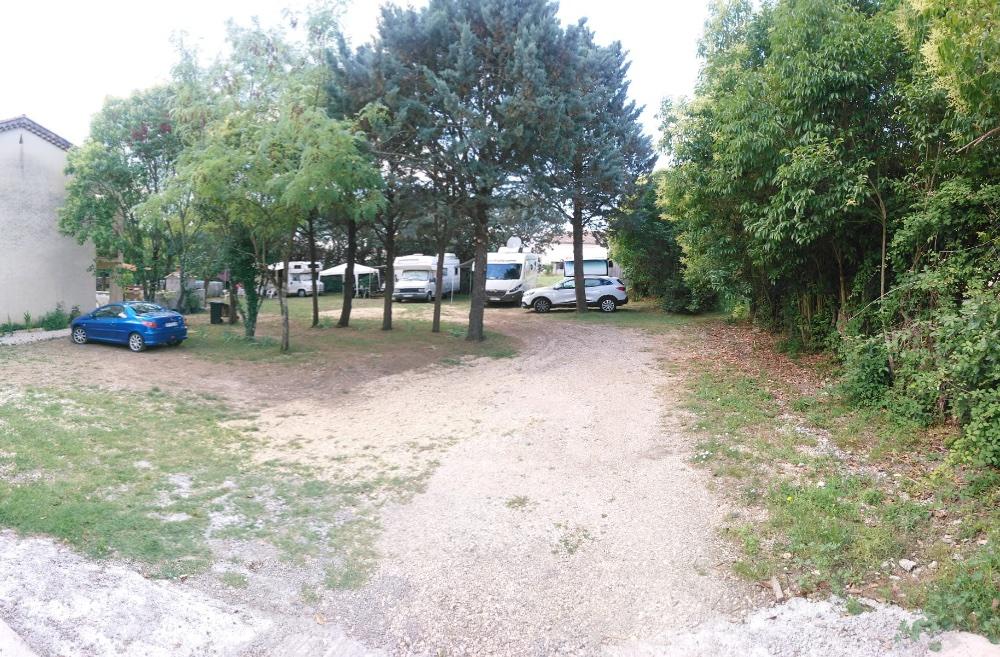 Aire camping-car à Saint-Martin-de-Valgalgues (30520) - Photo 4
